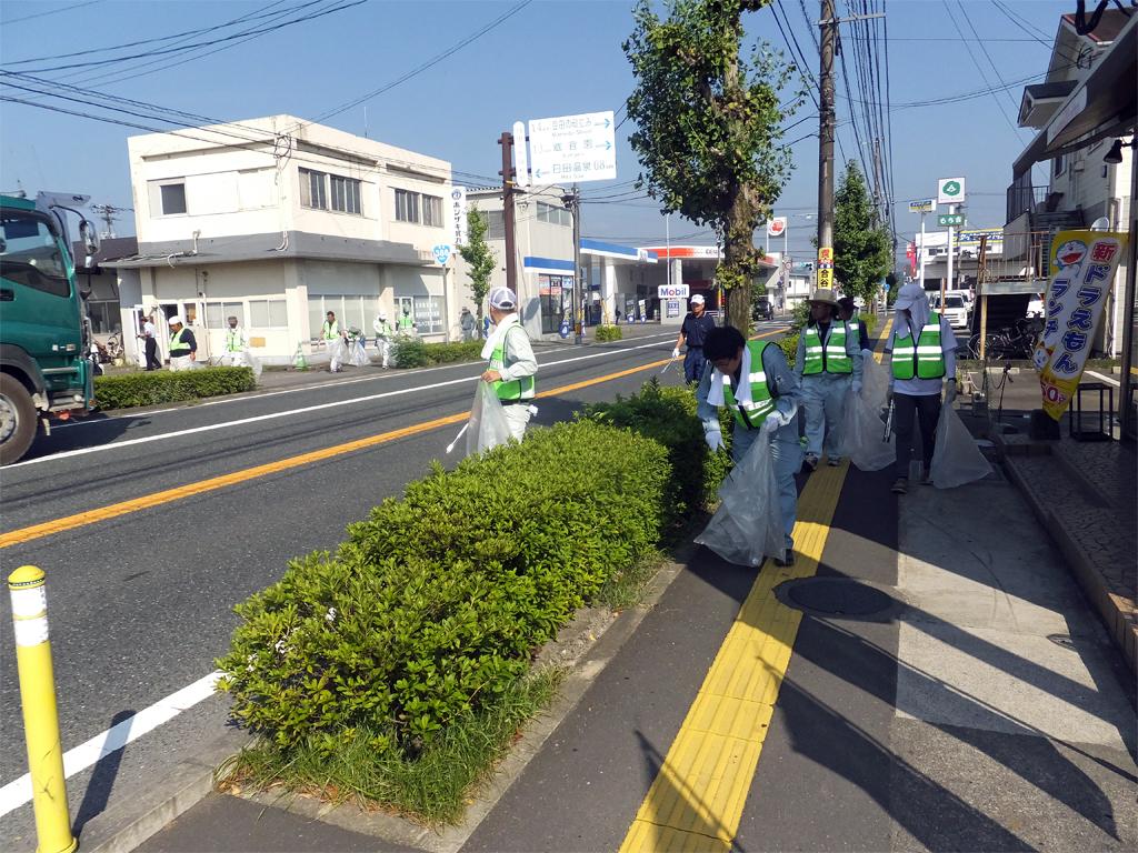 「道路ふれあい月間」清掃活動